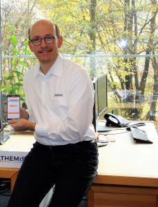 Hannes zeigt das elektronische Brandschutzbuch